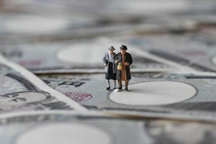 年金にかかる税金の種類は?税金の金額はどのように計算される?