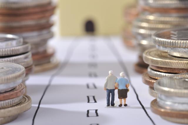 老後資金はいくら必要?公的年金だけで足りるの?夫婦&シングルの場合