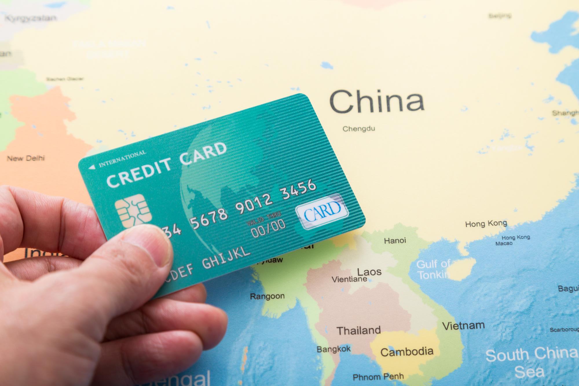海外旅行保険、カードについている保険だけで大丈夫?